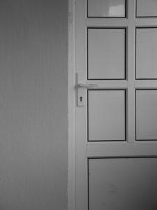 Bijela PVC vrata za podešavanje